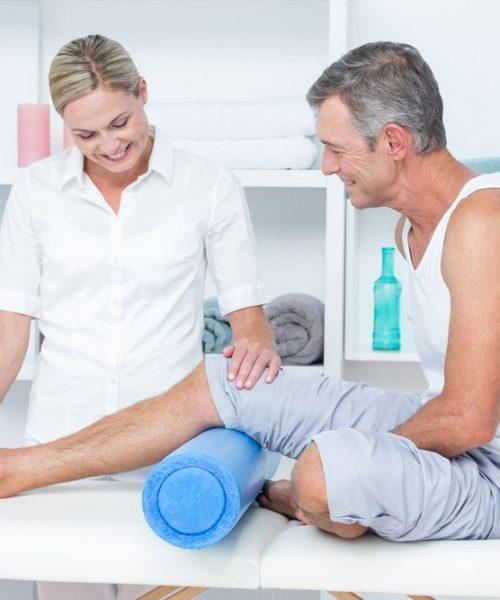 brentwood-doctor-examining-leg