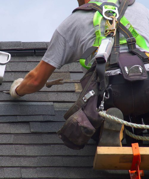 image-roof-repair-construction-worker
